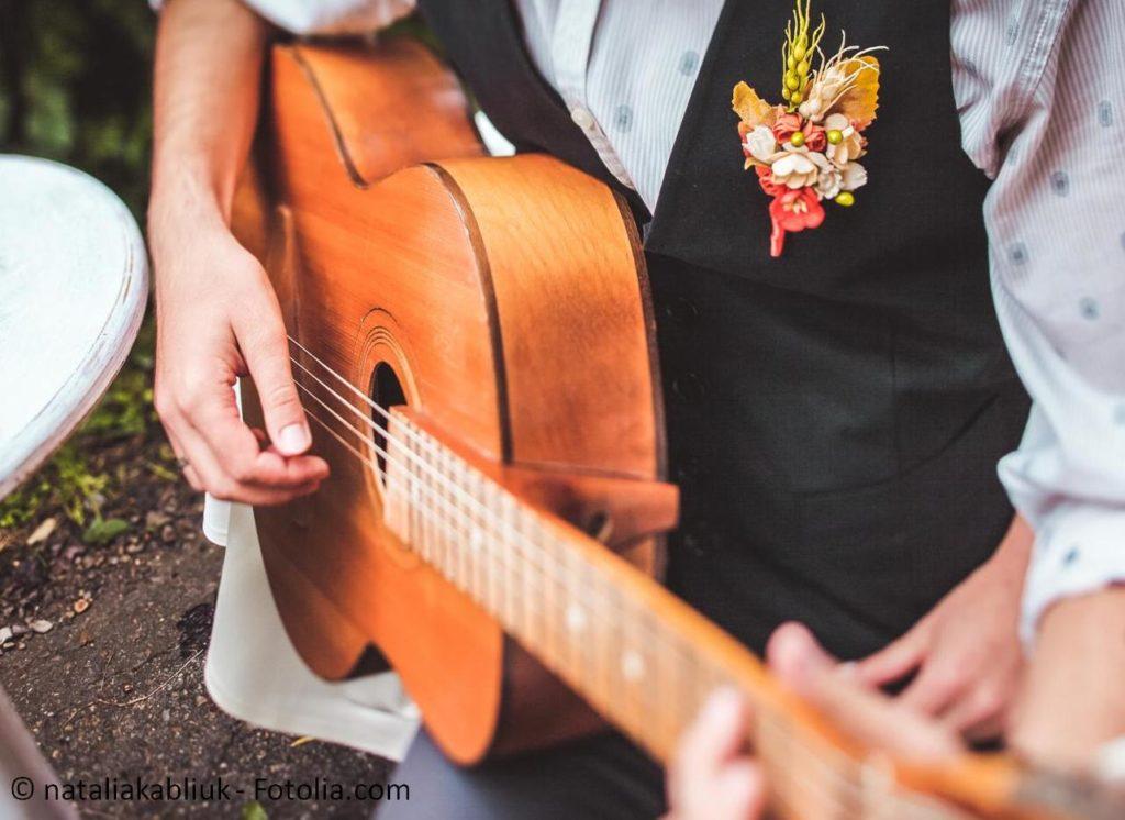 Die perfekte Musik und Unterhaltung zur Hochzeit - #119366273 | © nataliakabliuk - Fotolia.com